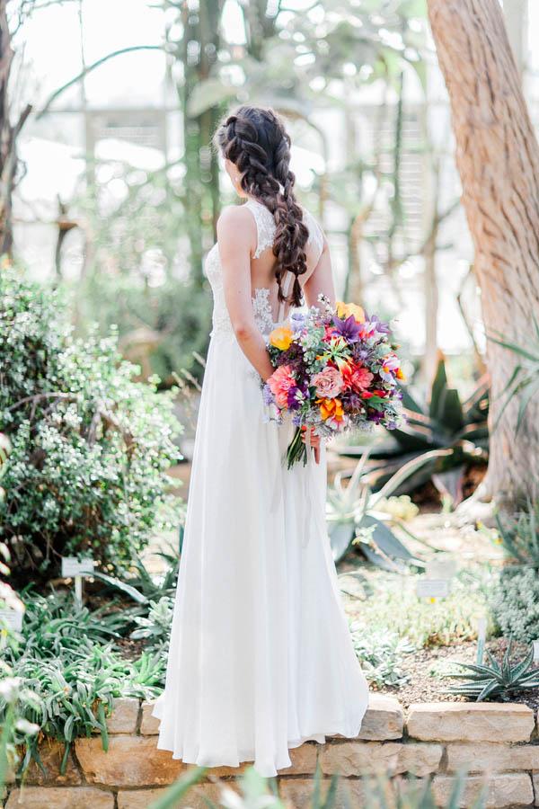 Bridal flowwer bouquet and lace wedding dress
