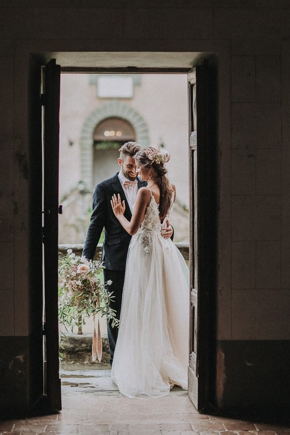 Villa Catreglio Bride Flower Bouquet Wedding Dress Bride And Groom