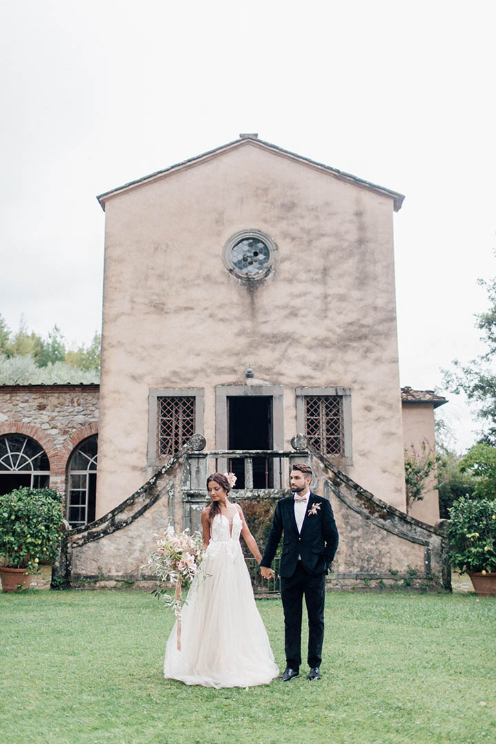Villa Catureglio Tuscany Wedding Couple