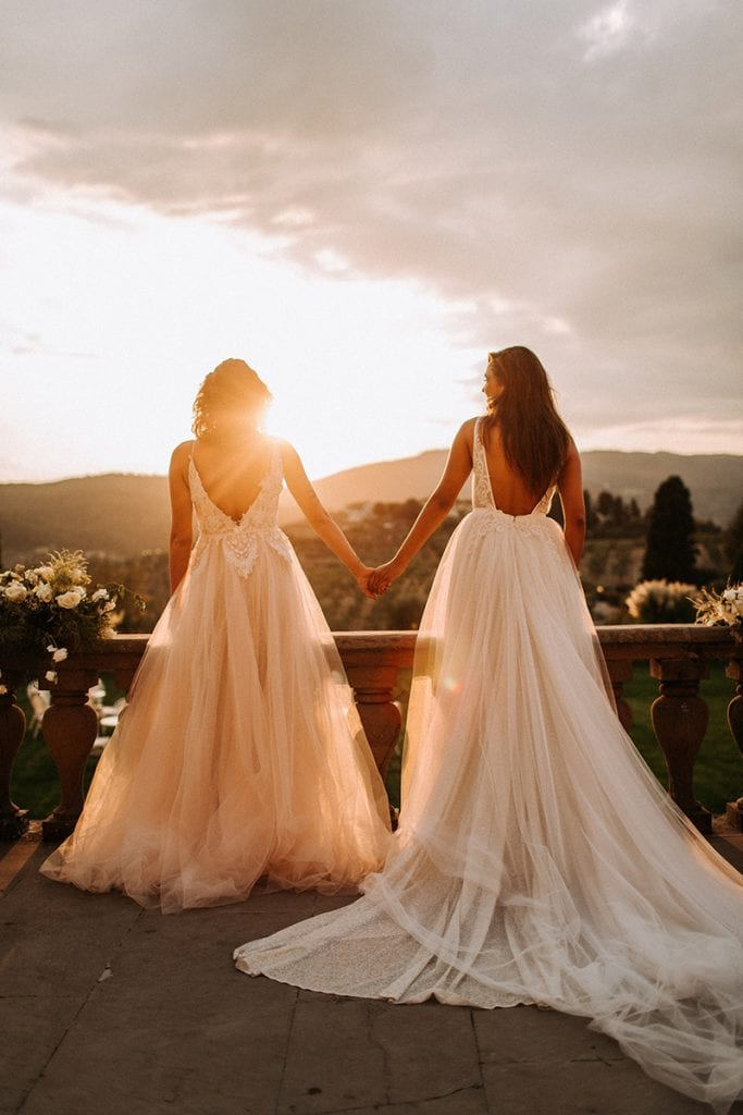 2 brides at Villa Medicea sunset in toskana