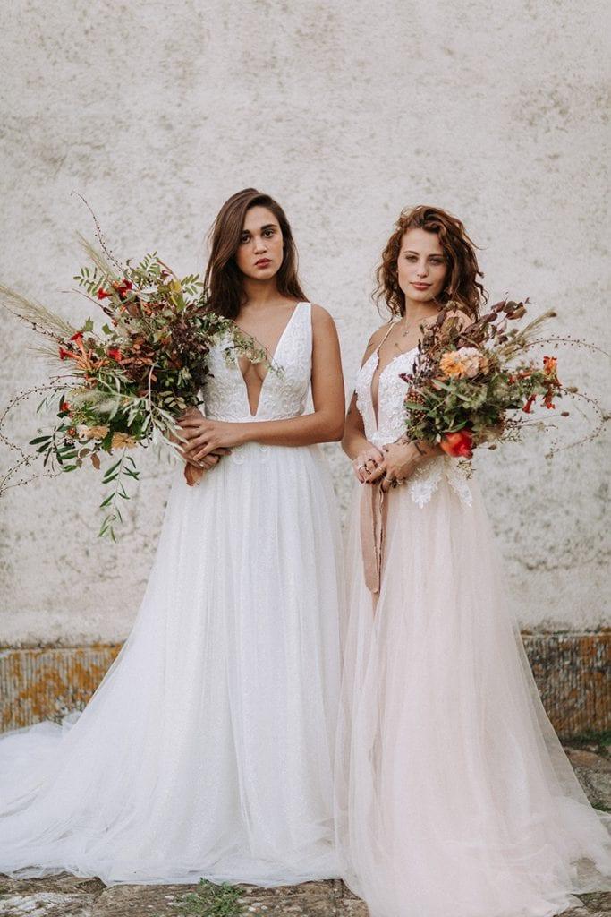 2 brides toskana wedding bridal dresses bridal bouquets