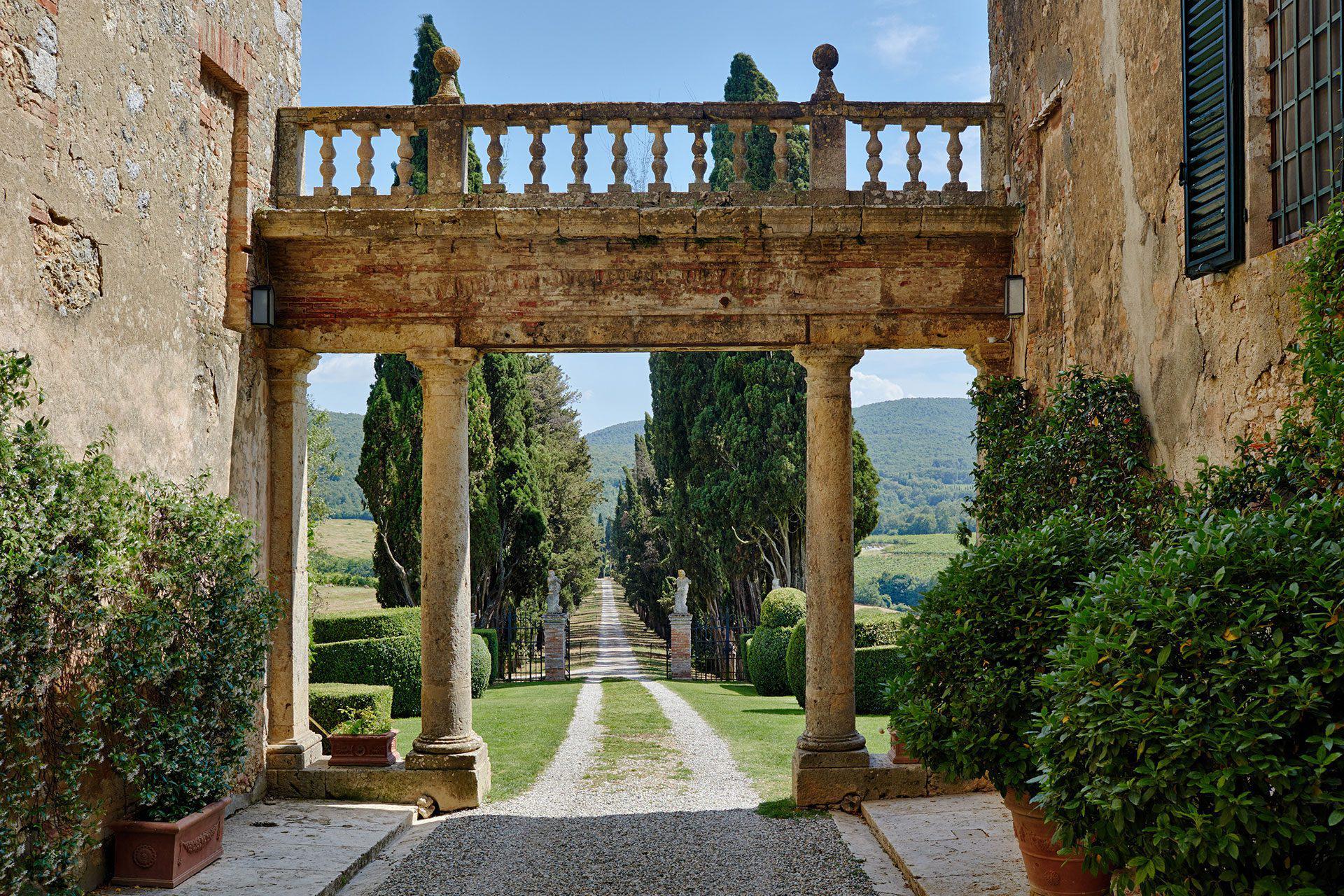 Borgo Stomennano Tuscany Wedding Arch