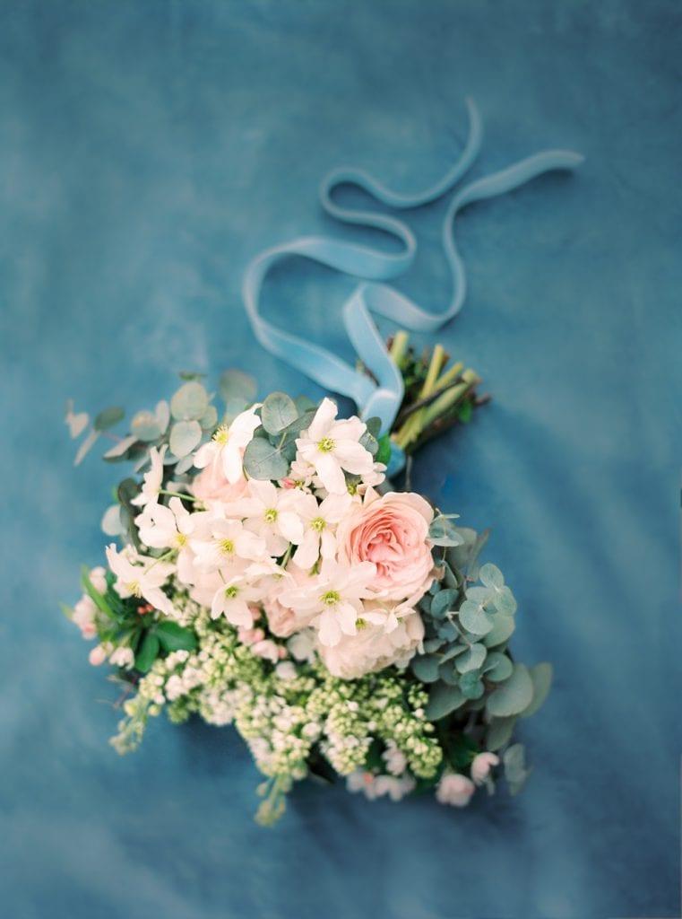 bouquet dusty blue color palette for velvet themed wedding wedding castle in germany wedding venue in germany getting married in germany