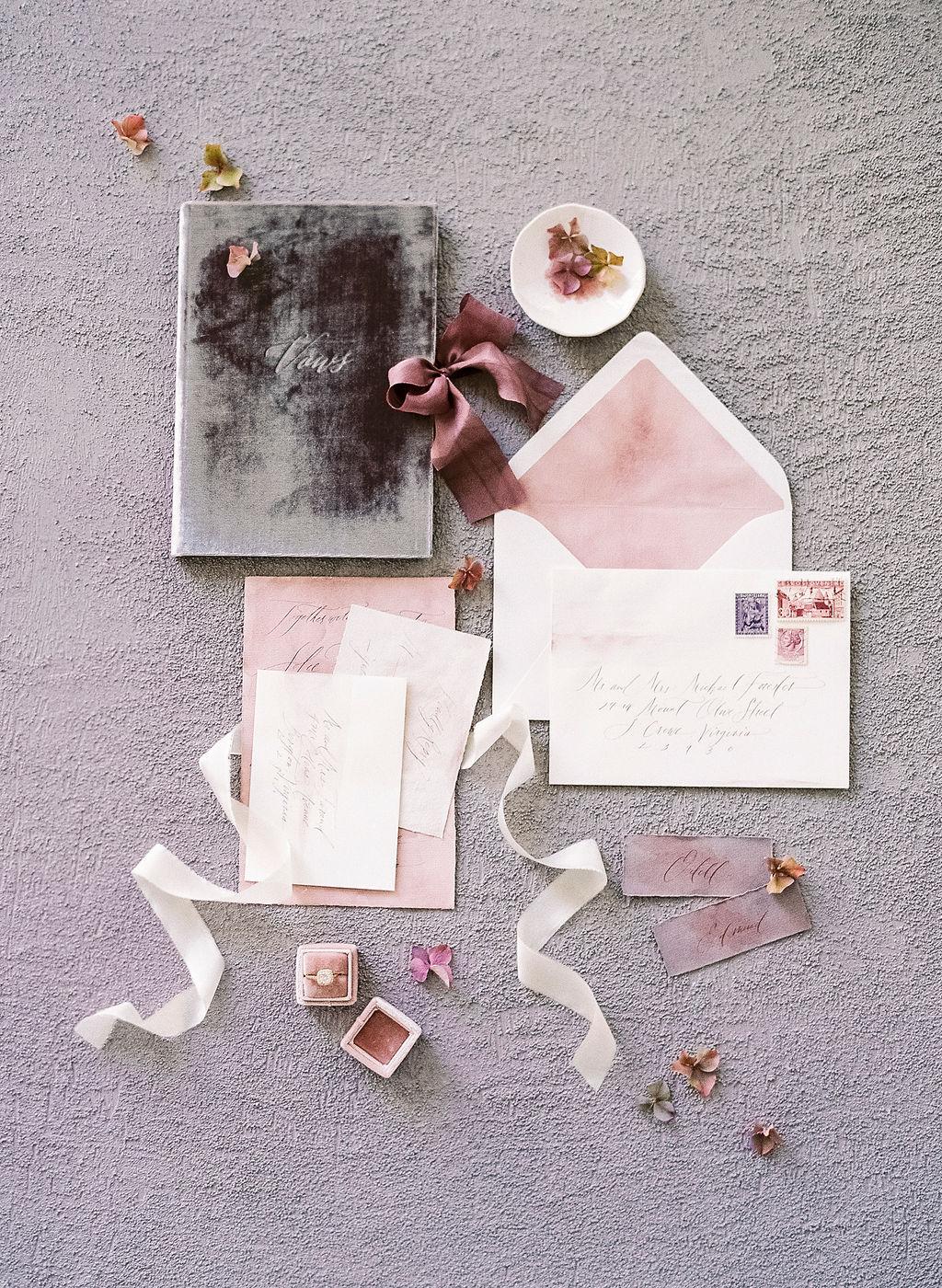 wedding trends 2019 rosa velvet trend invitation card inspiration