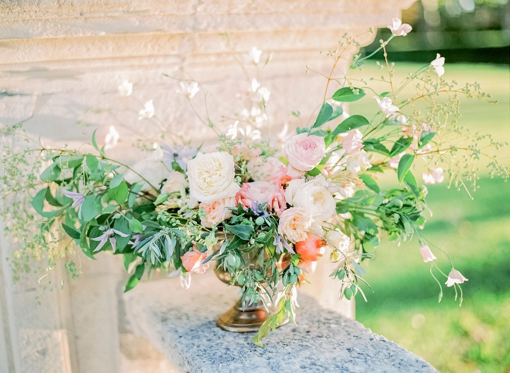 wedding trend 2019, wedding trends, wedding centerpiece, wedding floristry, garden-inspired centerpiece