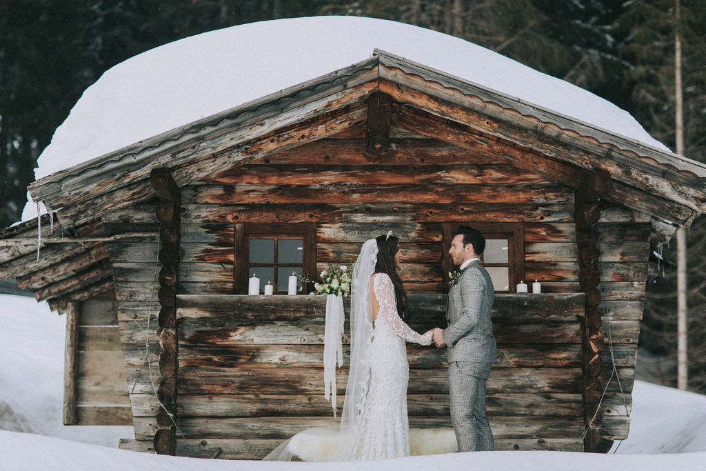 wedding vows, wedding couple, winter wedding, elopement ceremony,
