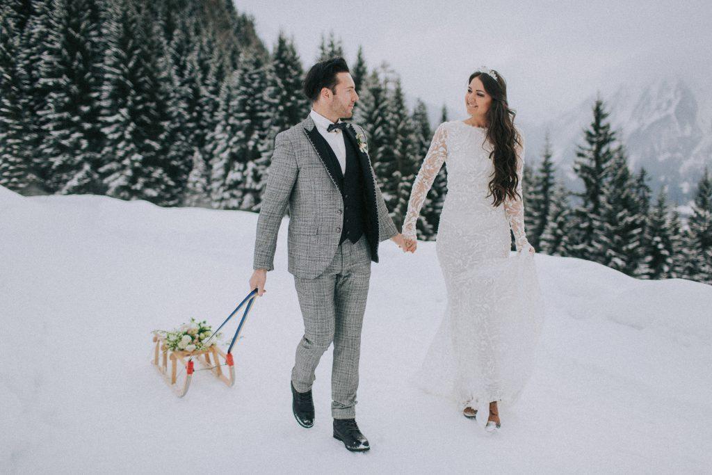 wedding couple, elopement in wintertime, winter wedding, winter elopement