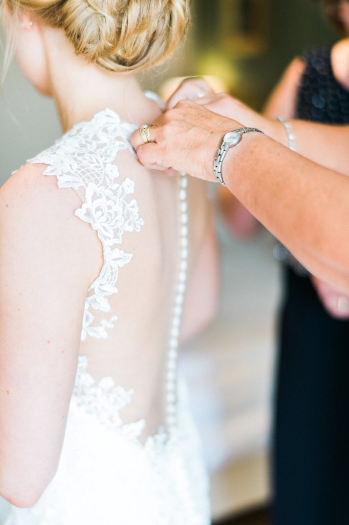 bride getting ready, wedding day, wedding dress