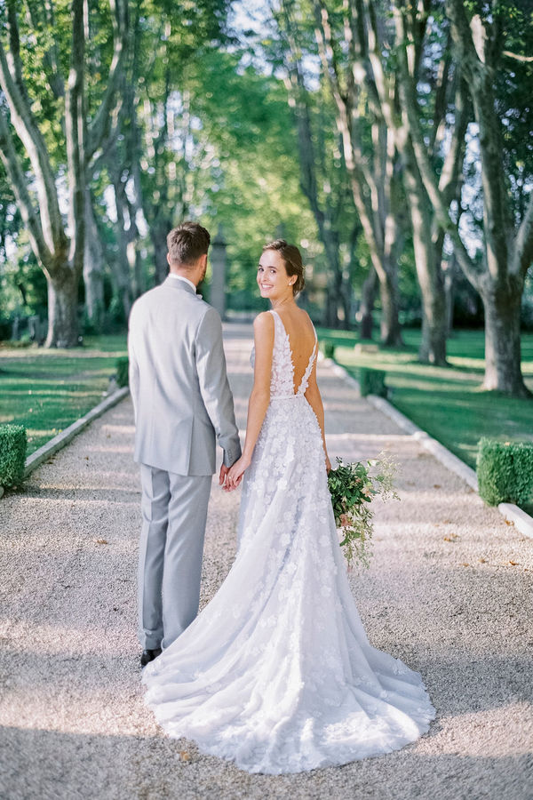 wedding couple, wedding in france, getting married in france, wedding venue in provence, chateau de tourreau