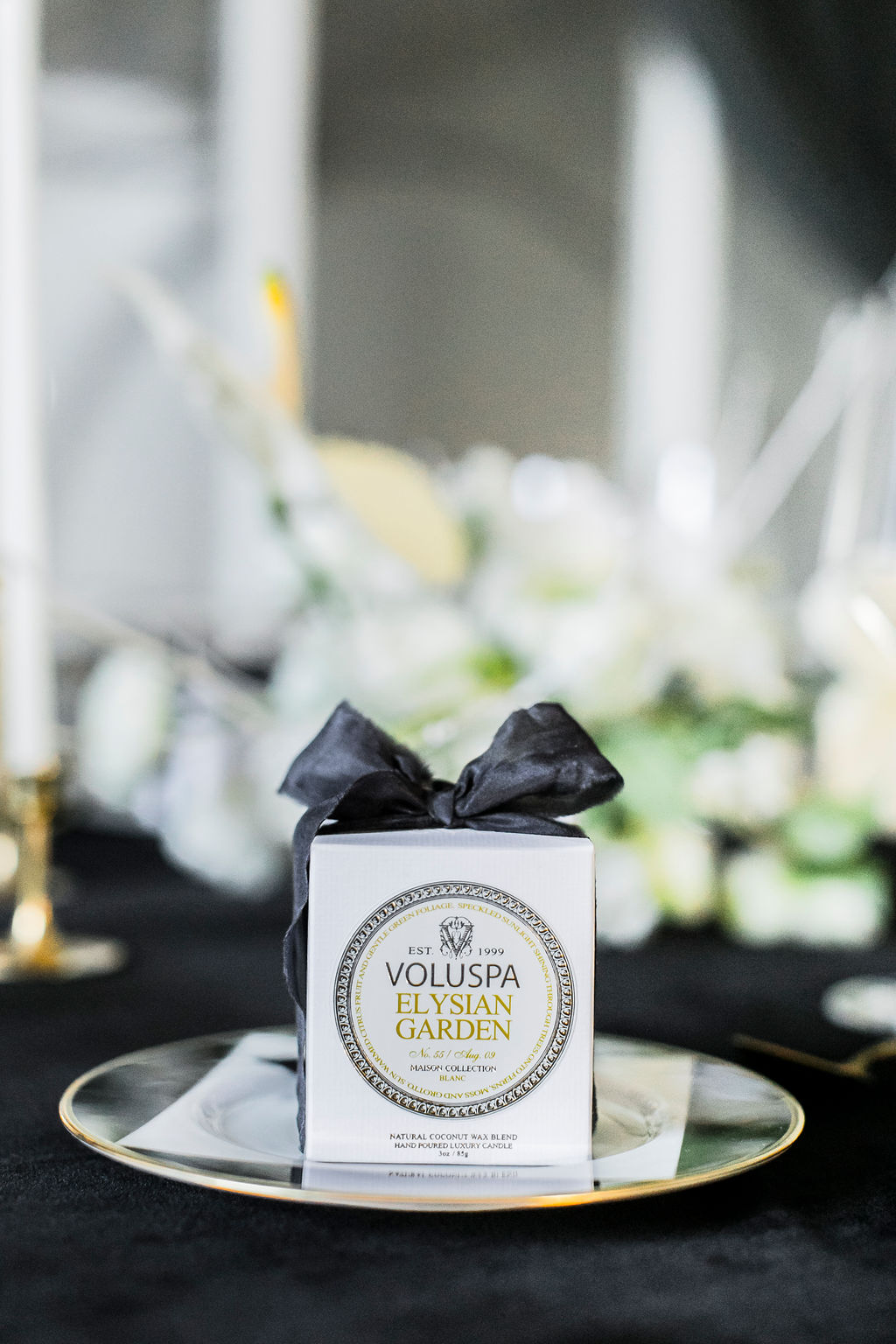 black-white-wedding-voluspa-candle-guest-favor