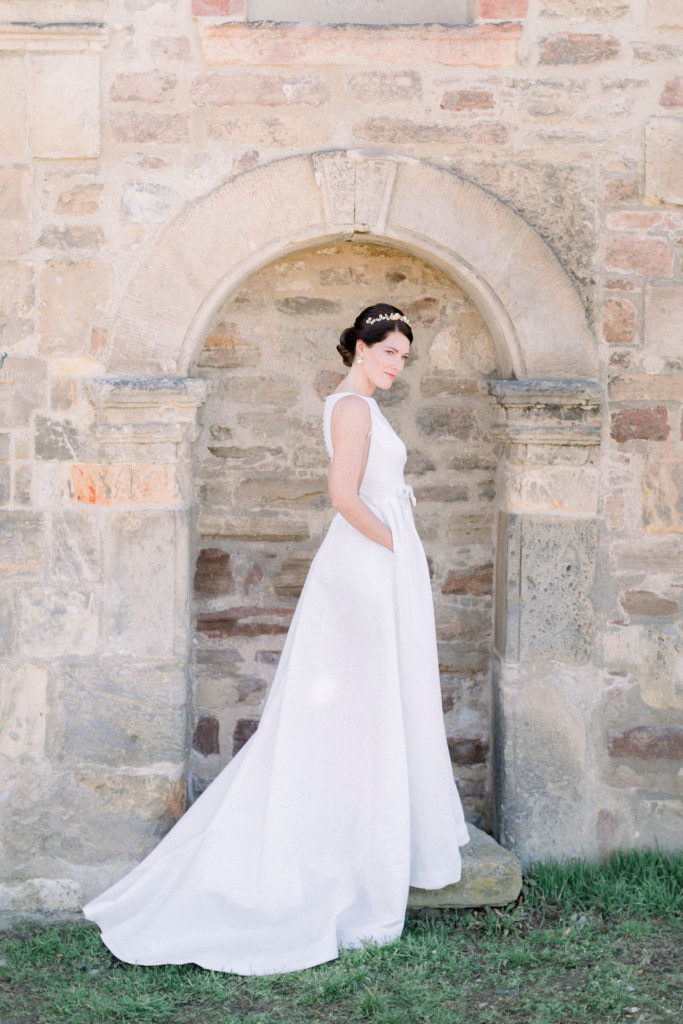 kloster-woeltingerode-black-white-wedding-dress-jesus-peiro-4