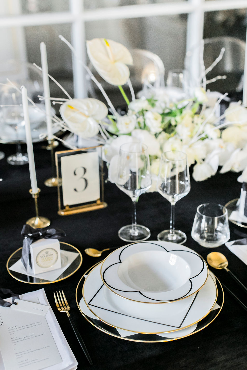 kloster-woeltingerode-black-white-wedding-table-1