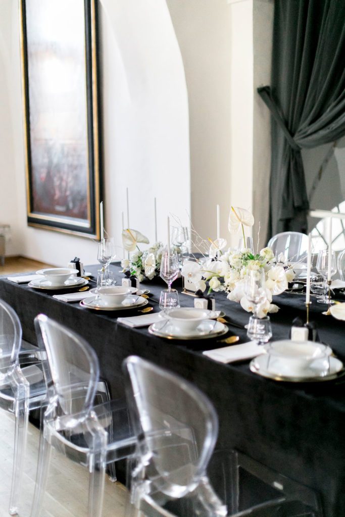 kloster-woeltingerode-black-white-wedding-table-2
