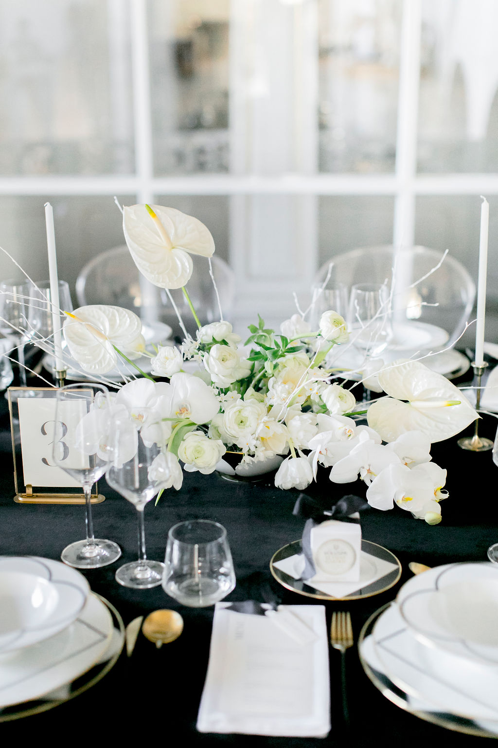 kloster-woeltingerode-black-white-wedding-table-decoration-1
