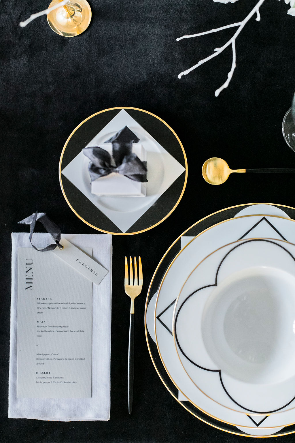 kloster-woeltingerode-black-white-wedding-table-decoration-2