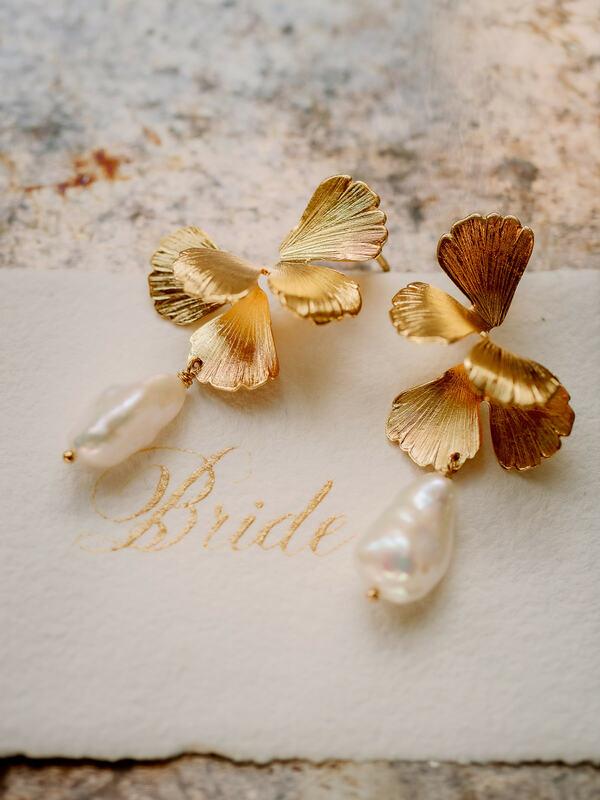 wedding accessories, golden earrings, bridal earrings